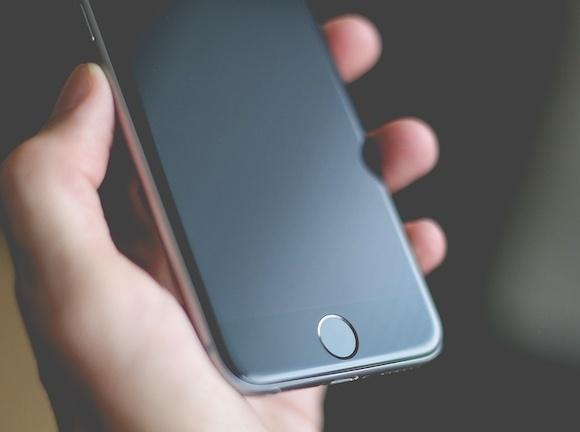 По мнению аналитика, лишь старшая версия iPhone 8 может получить дисплей OLED
