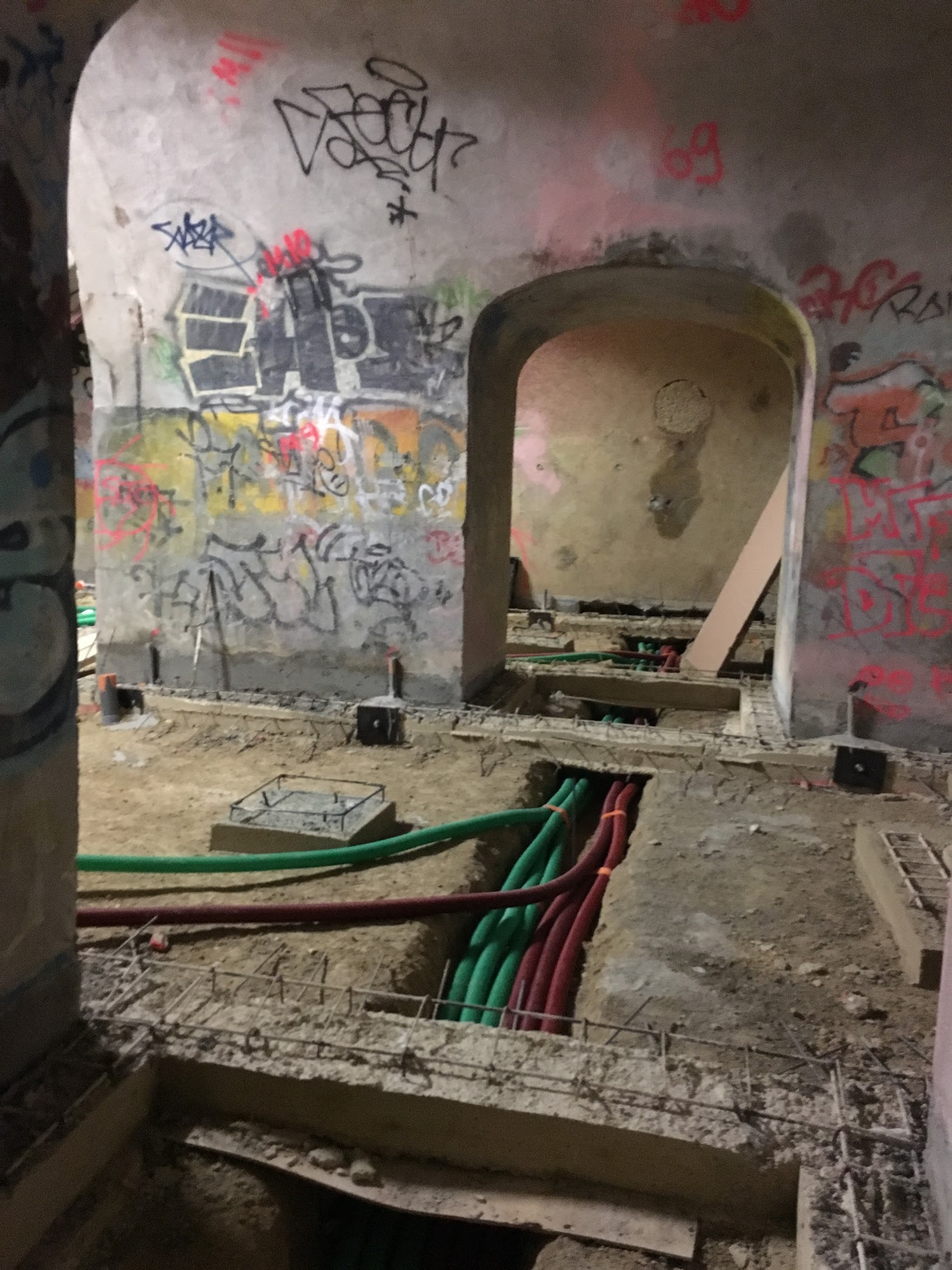 Ядерный бункер в Париже переоборудуют в дата-центр компании online.net - 4