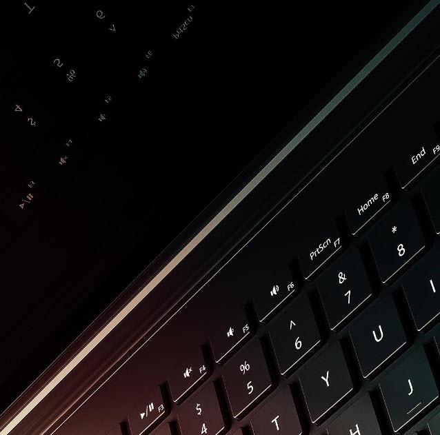 Microsoft дразнит общественность изображением Surface Book 2
