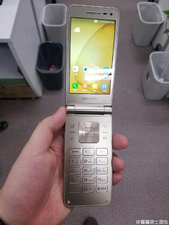 Смартфон Samsung Folder второго поколения