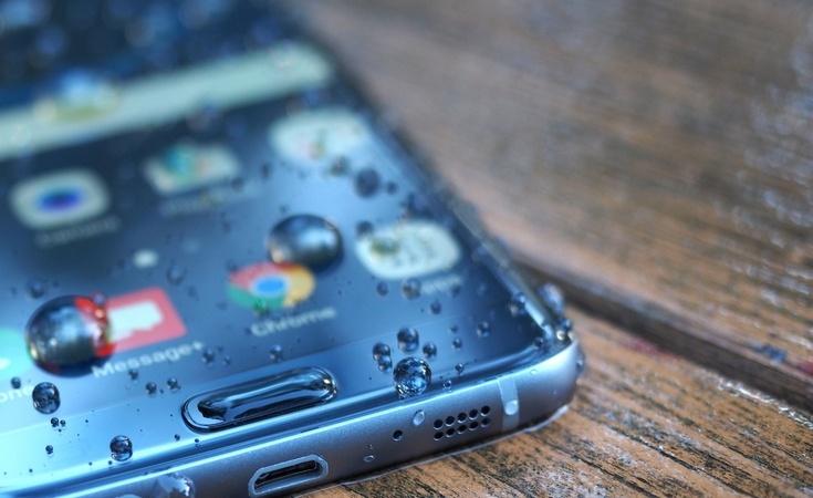 Samsung Galaxy S8 получит изогнутый дисплей по умолчанию