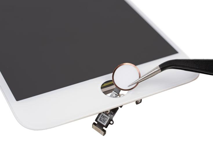 К плюсам Apple iPhone 7 Plus отнесена сравнительно простая замена аккумулятора