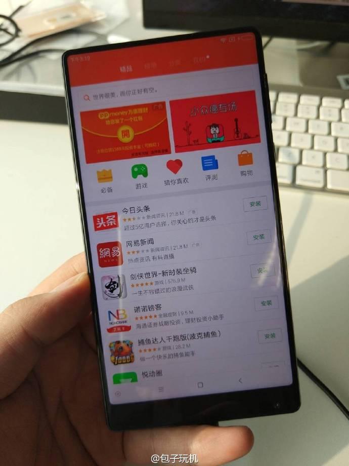 Смартфон Xiaomi Mix выделяется на фоне конкурентов отсутствием рамок с трех сторон дисплея