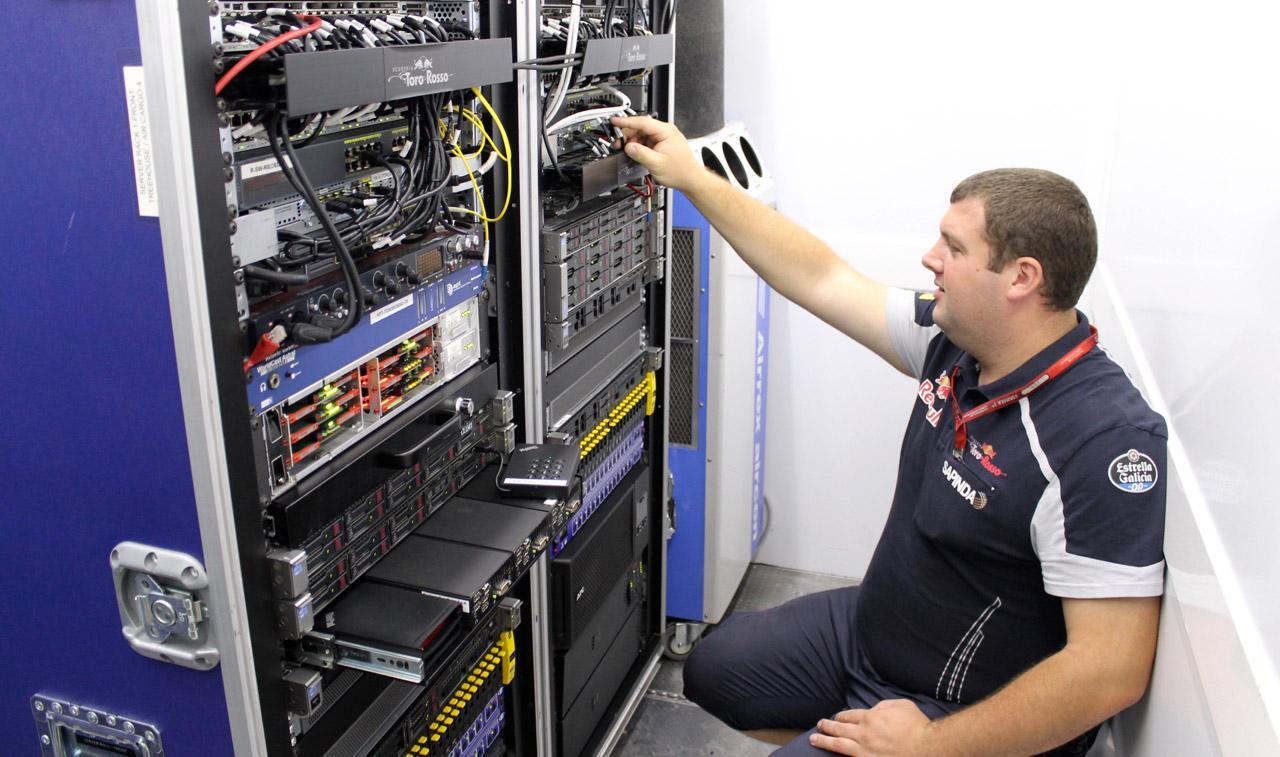 Центр обработки данных в чемодане: один день из жизни ИТ-специалиста на автогонках - 4