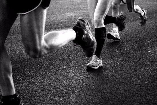 Ученые: в тяжелой обуви бегать нельзя
