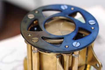 камера спереди с закрытыми лепестками