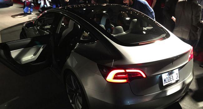 В электромобиле Tesla Model 3 будет использоваться высокопрочное стекло Tesla Glass