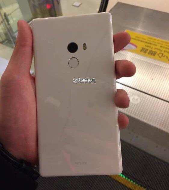 Опубликованы фотографии смартфона Xiaomi Mi Mix в белом цвете