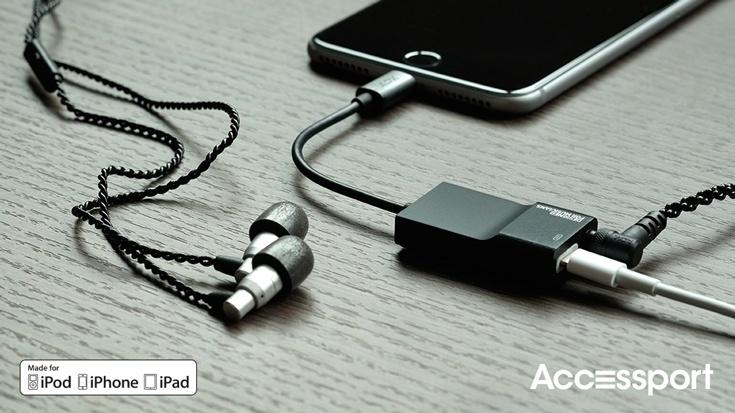 Устройство Accessport позволяет одновременно подключить к смартфону Apple iPhone 7 наушники и зарядное устройство