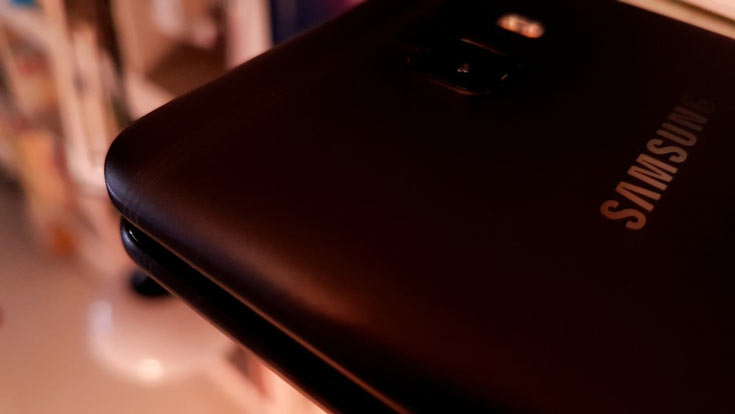 В Китае устройство пока доступно только в двух вариантах внешнего оформления