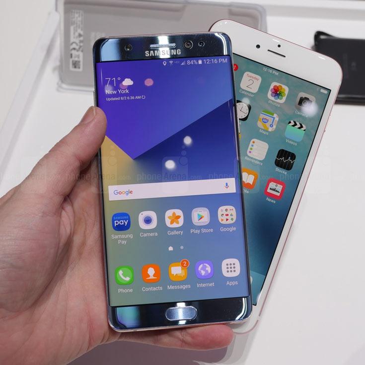 В JP Morgan полагают, что экран OLED получит одна из трех моделей iPhone, выпущенных в 2017 году