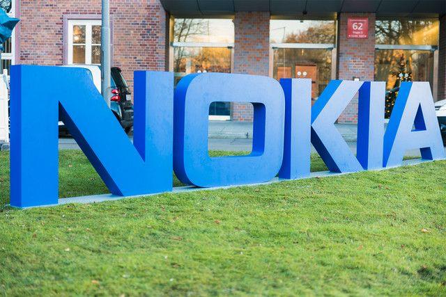 Nokia подала иски против компании Apple в 11 странах, обвиняя ее нарушении 40 патентов