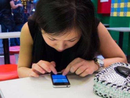 Из-за смартфонов может развиться близорукость