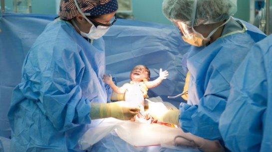 Ученые считают, что в будущем женщины не смогут рожать без кесарева сечения