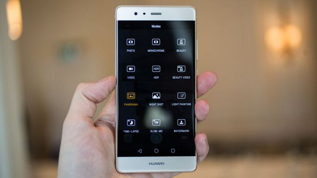 Продажи Huawei за год выросли на 42%