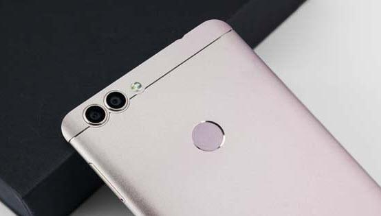 Обновленный смартфон Bluboo Dual получит стереоскопический дисплей