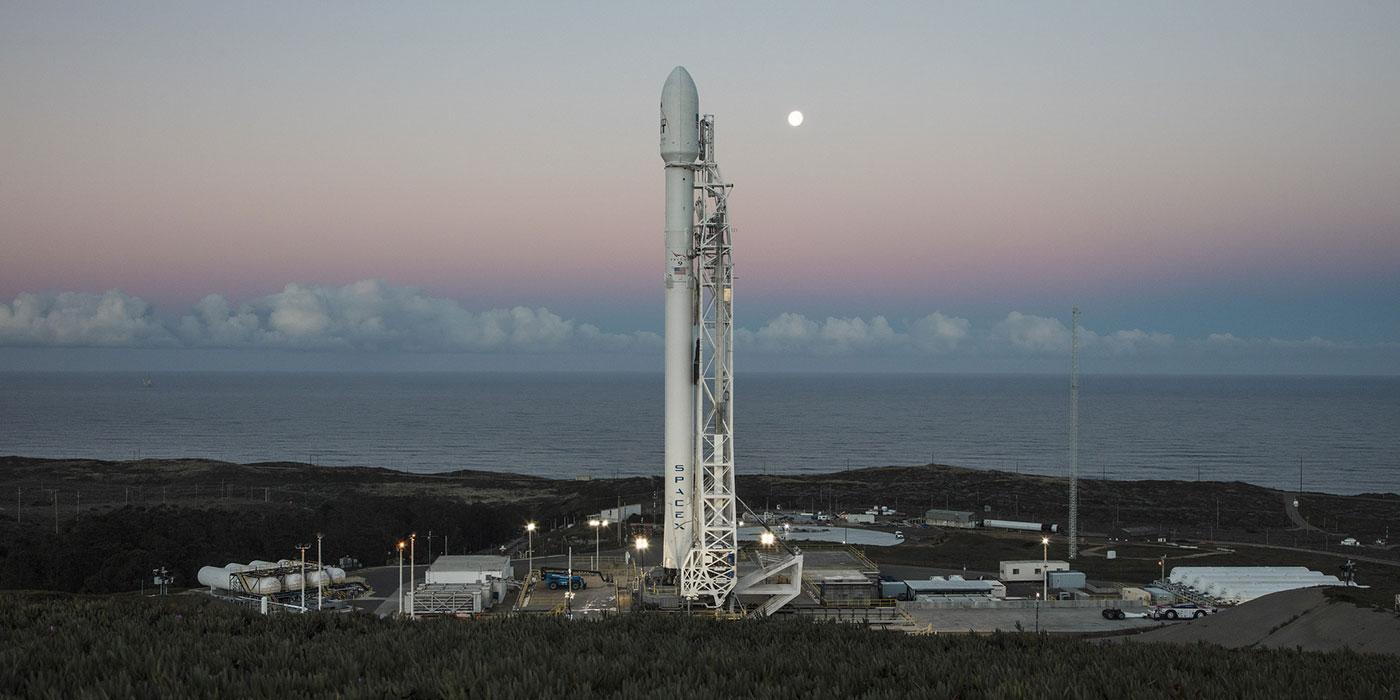 SpaceX удалось успешно запустить Falcon 9 с коммерческим спутником на борту - 1