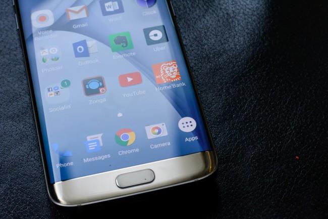 Samsung приостановила распространение прошивки Android 7.0 Nougat для смартфонов Galaxy S7 и S7 Edge