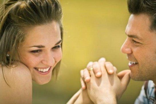 Для того, чтобы влюбиться женщине хватает 45 секунд
