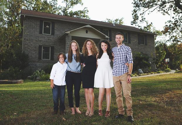 Женщина построила дом по руководствам с YouTube - 1