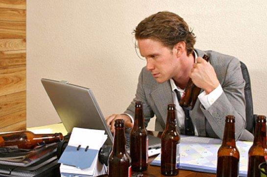 Ученые рассказали, люди каких профессий любят выпивать