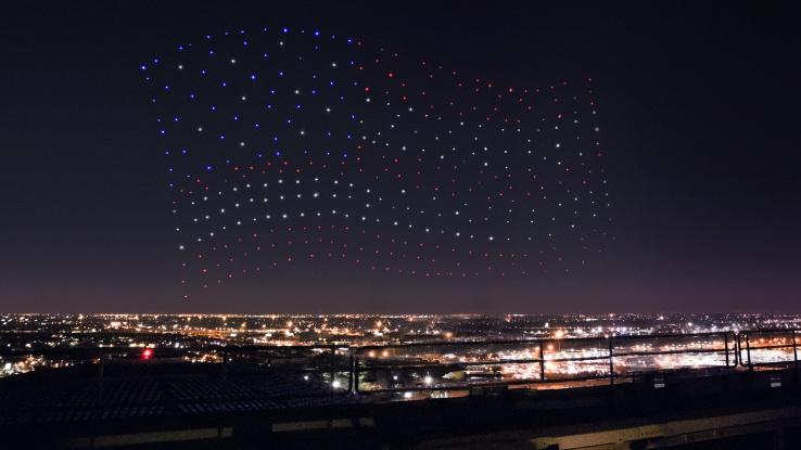 Intel управляла шоу беспилотников во время выступления Леди Гаги в перерыве Суперкубка США - 1