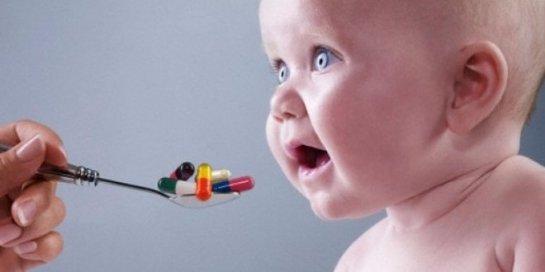 Ученые рассказали, чем антибиотики опасны для детского организма
