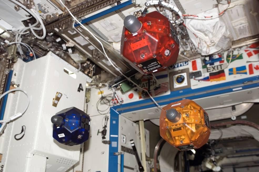 Робот Astrobee поможет астронавтам на МКС - 1