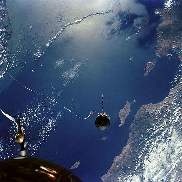 Спутник на веревочке или космические тросовые системы - 1