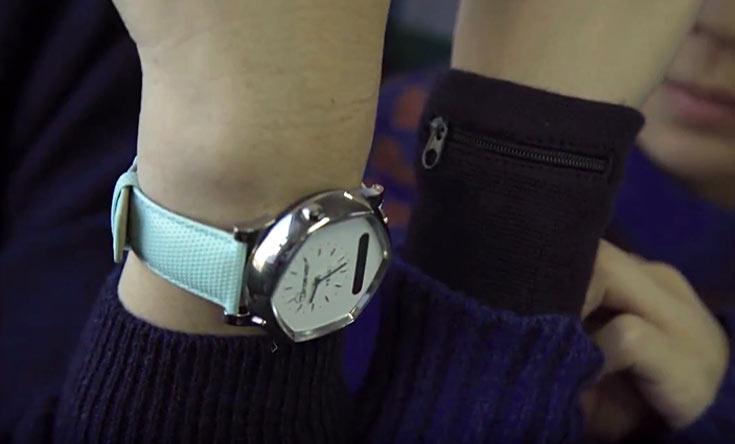 Помимо этой функции, часы следят за физической активностью пользователя, сообщают ему о поступивших сообщениях и вызовах