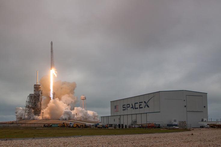 Запуск была осуществлен со стартового комплекса 39А, откуда в свое время стартовала ракета с кораблем Apollo 11