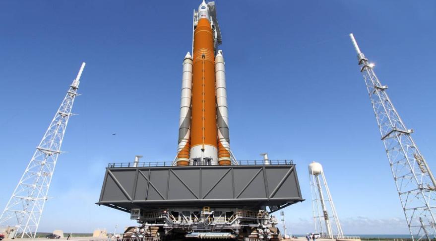 НАСА оценивает возможность первого запуска ракеты-носителя SLS с астронавтами на борту - 1