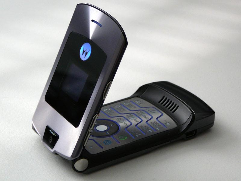 После Nokia 3310 возродиться может еще одна легенда — Motorola Razr V3 - 2