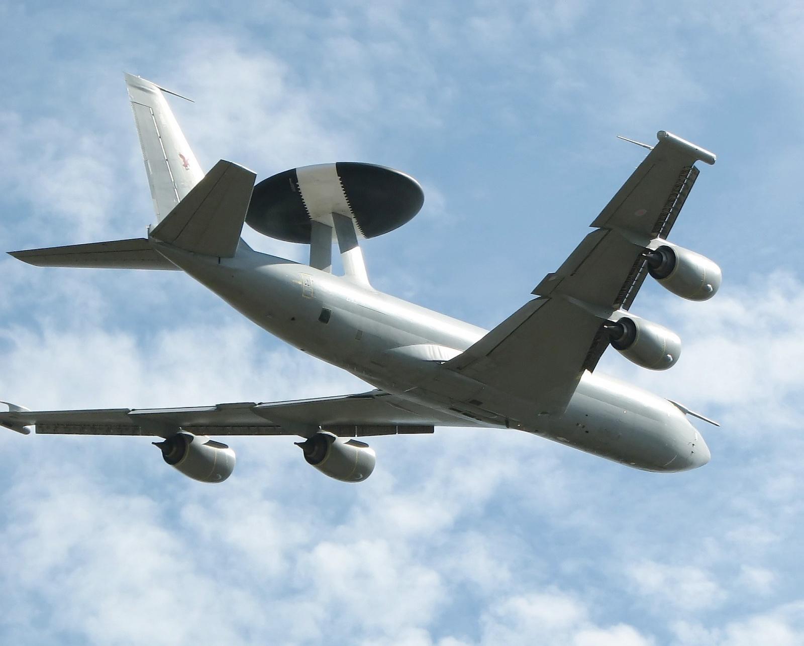 В новых компьютерах самолетов-радаров E-3G ВВС США нашли уязвимости - 1