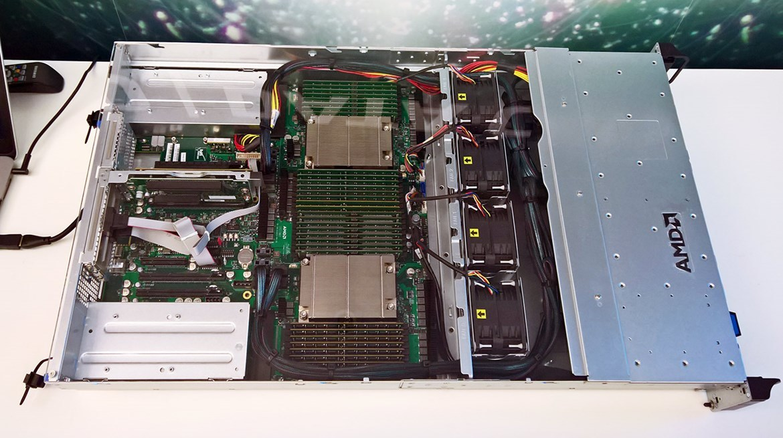 AMD анонсировала 32-ядерный серверный процессор Naples - 1