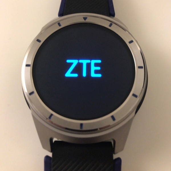 Появились фотографии часов ZTE Quartz