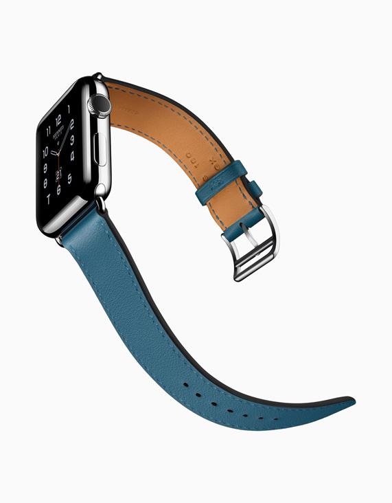 Коллекция включает ремешки в полоску из плетеного нейлона, спортивные ремешки Nike и ремешки для Apple Watch Hermès