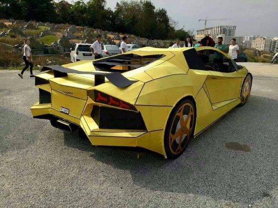 Тайванец сделал копию Lamborghini Aventador, чтобы сжечь ее