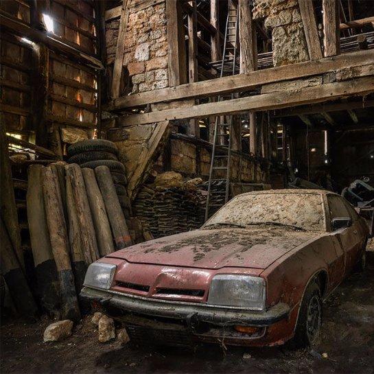 Кладбища «железных лошадей»: немец показал заброшенные авто по всей Европе