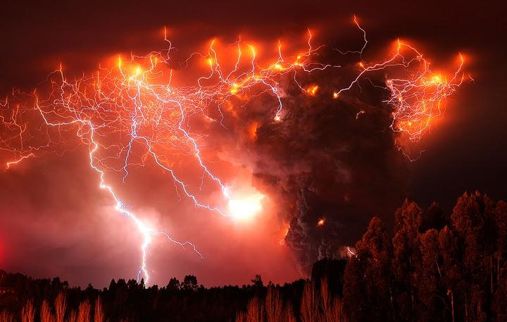 Удивительные вулканические молнии - 16