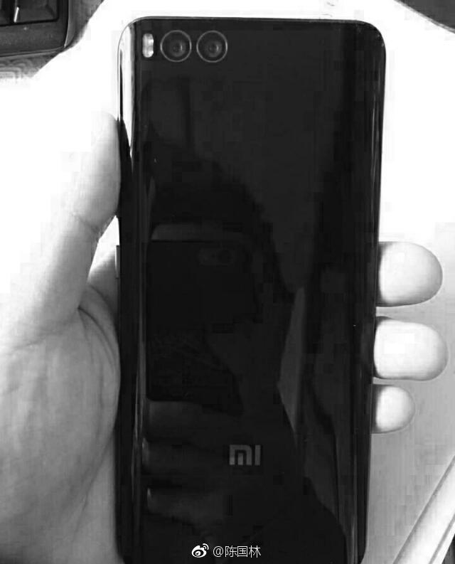 Смартфон Xiaomi Mi 6 Plus на новой фотографии похож на предшественника