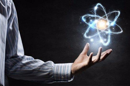 Если атомы по большей части пустые, почему вещи твердые на ощупь и на вид?