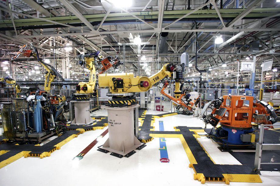 Американские ученые: промышленные роботы ликвидируют рабочие места в США, а не дают новые - 1