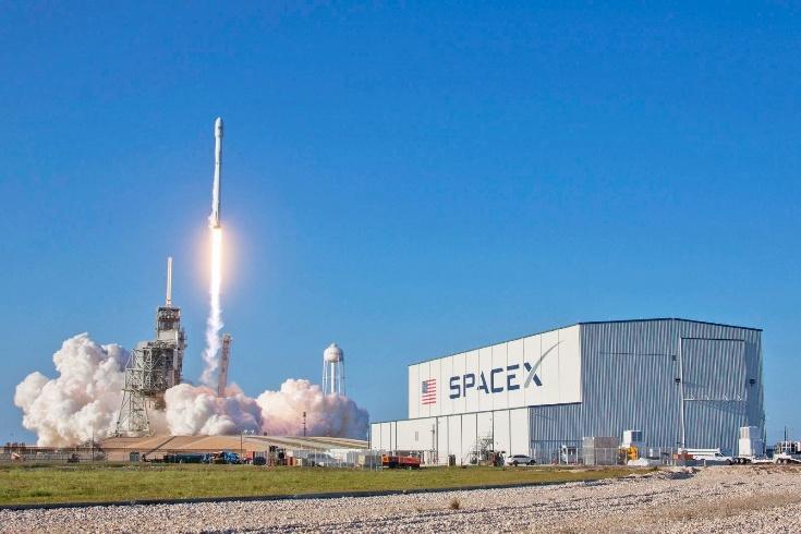 Сегодня впервые повторно запустили ракету Falcon 9