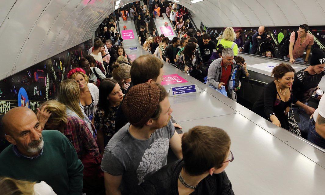 Если стоять на эскалаторе метро в два ряда, его пропускная способность увеличивается на 31% - 1