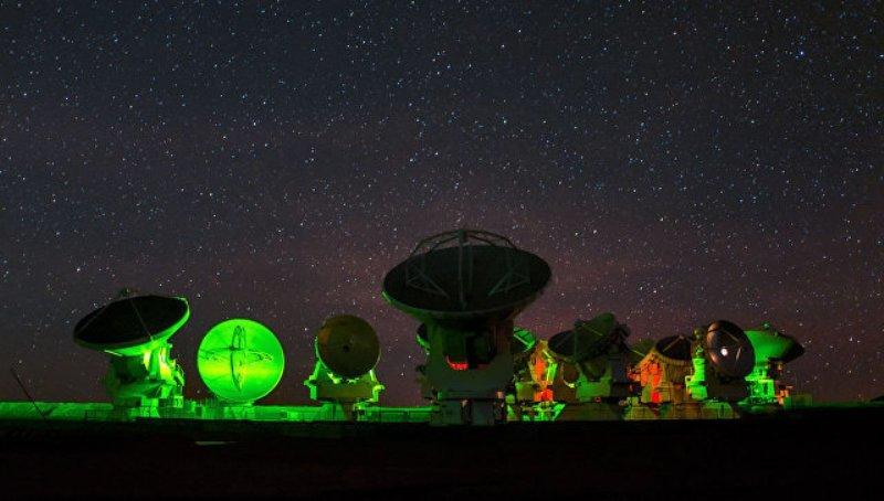 Первый снимок черной дыры может примирить теорию относительности и квантовую физику - 1