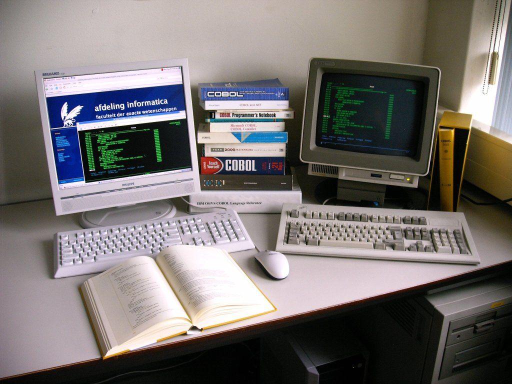 75-летний программист основал компанию по обслуживанию компьютерных систем на COBOL - 1