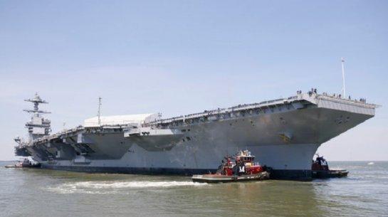Крупнейший в мире авианосец проходит испытания в море