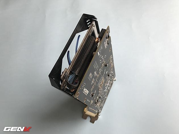 Конструкция системы охлаждения 3D-карты HIS Radeon RX 570 IceQ X2 включает две медные тепловые трубки и два вентилятора