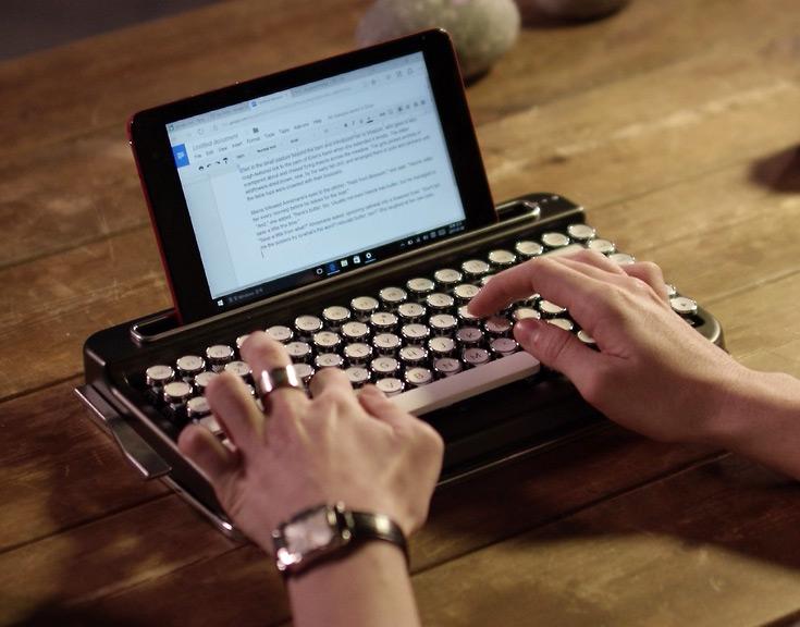 В корпусе Penna есть выемка для смартфона или планшета